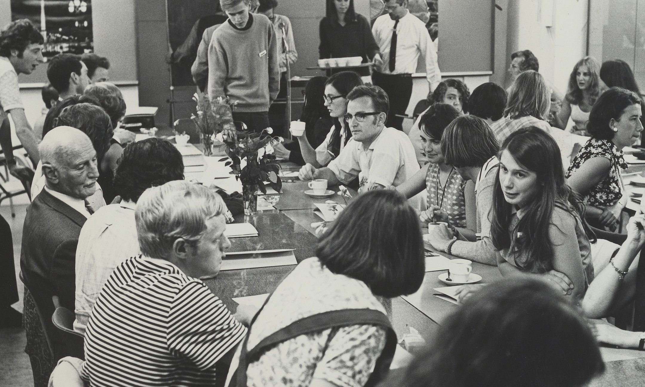 July 1968, summer conference at the Anne Frank House. Otto Frank is on the left among a group of young people. Photo collection Anne Frank Stichting, Amsterdam. Students of ECL Haarlem in a social studies class discuss a statement from the lesson material of the Anne Frank Stichting.